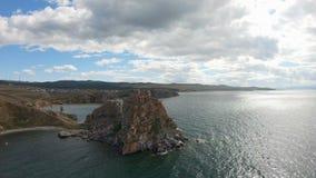Isla de Burkhan el lago Baikal Olkhon del cabo Tiro a?reo almacen de video