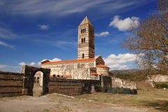 Isla de Cerdeña con la iglesia romana de Saccargia, Italia Imagen de archivo libre de regalías