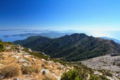 Isla de Elba contra el sol Imagen de archivo libre de regalías