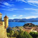 Isla de Elba, opinión aérea de Portoferraio del fuerte Faro y imagen de archivo libre de regalías