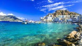 Isla de Karpathos con Pigadia capital ilustrado, Grecia foto de archivo libre de regalías