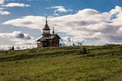 Isla de Kizhi, Petrozavodsk, Karelia, Federación Rusa - 20 de agosto de 2018: Arquitectura popular y la historia de la construcci Imagen de archivo libre de regalías