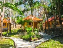 Isla de Ko Mook, Tailandia - 3 de febrero de 2010: Centro turístico en la playa tropical Fotografía de archivo