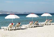 Isla de Kos Paraguas tres en la playa Fotos de archivo libres de regalías