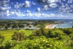 Isla de la bahía de Whitecliff del Wight cerca de Bembridge al este de la isla en HDR vivo y brillante Imagen de archivo libre de regalías