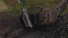 Isla de la cascada desde arriba - de Skye almacen de metraje de vídeo