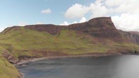 Isla de la costa costa desde arriba - de Skye almacen de video