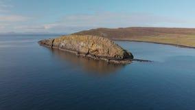 Isla de la costa costa desde arriba - de Skye almacen de metraje de vídeo