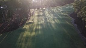Isla de la esperanza del campo de golf de la opinión de la mañana, luz 5 est de la mañana sobre la mirada de Gold Coast almacen de metraje de vídeo