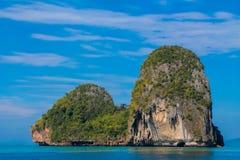Isla de la formación de roca de la piedra caliza de Railay y de Ton Sai Beach en Krabi, Tailandia fotografía de archivo