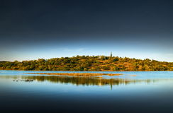 Isla de la orilla del río Foto de archivo libre de regalías