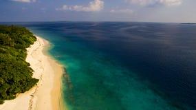 Isla de la playa en Maldivas Fotos de archivo