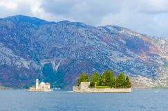 Isla de la Virgen en el filón e isla de San Jorge, bahía de Kotor, Montenegro Fotos de archivo
