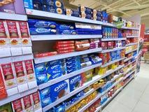 Isla de las galletas de un supermercado imagen de archivo libre de regalías
