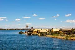 Isla de los Uros en el lago Titikaka imagenes de archivo