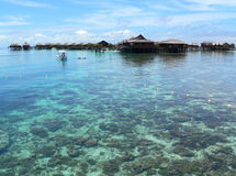 Isla de Mabul, pueblo pesquero    Foto de archivo