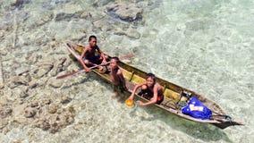ISLA de OMADA, MALASIA 23 de septiembre: Mar no identificado Bajau ch foto de archivo