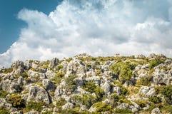 Isla de piedra en el mar Imágenes de archivo libres de regalías