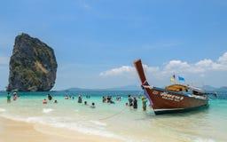 Isla de Poda, playa arenosa blanca con la agua de mar de andaman de la turquesa Fotografía de archivo