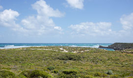 Isla de Rottnest: Línea de la playa enorme Imágenes de archivo libres de regalías