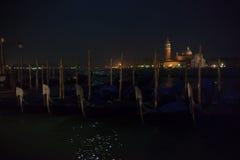 Isla de San Giorgio Maggiore y góndolas venecianas Imagen de archivo libre de regalías