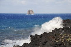 Isla de Strombolicchio. Imagen de archivo libre de regalías