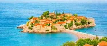 Isla de Sveti Stefan en Budva Riviera, Montenegro fotografía de archivo