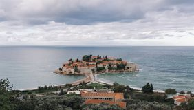 Isla de Sveti Stefan en Montenegro Imágenes de archivo libres de regalías