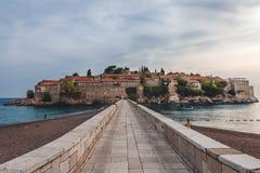 Isla de Sveti Stefan en Montenegro foto de archivo
