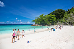 Isla de Tachai, Phang Nga, TAILANDIA 6 de mayo: Isla de Tachai la mayoría de la naturaleza turística famosa del día de fiesta del Fotos de archivo libres de regalías