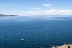 Isla de Taquile, lago Titicaca por Visión panorámica fotos de archivo