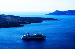 Isla de Thera Santorini Oia con Volcano And Ships In Greece Imagen de archivo