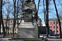 Isla de Vasilievsky del monumento del obelisco de St Petersburg Rumyantsev Fotos de archivo libres de regalías