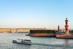 Isla de Vasilyevsky por la tarde imagen de archivo