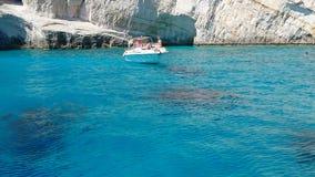 Isla de Zakynthos, Grecia D?as de fiesta de la cultura y del mar y de la monta?a Keri Caves almacen de metraje de vídeo