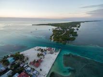 Isla del calafate de Caye en el mar del Caribe belice Mar del Caribe en fondo foto de archivo