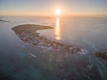 Isla del calafate de Caye en el mar del Caribe belice Mar del Caribe en fondo imagen de archivo