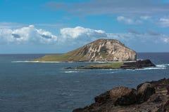 Isla del conejo delante de la playa de Makapuu, Oahu, Hawaii fotografía de archivo