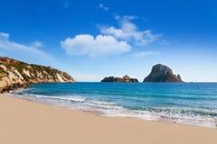 Isla del Es Vedra de la opinión de Ibiza de Cala d Hort foto de archivo