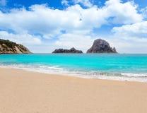 Isla del Es Vedra de la playa de Cala d Hort Ibiza Fotos de archivo libres de regalías