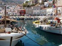 Isla del Hydra, Grecia - vista del acceso y de la ciudad Foto de archivo libre de regalías