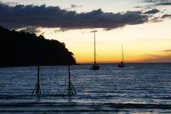 Isla del kood de la KOH, trat, puesta del sol de la playa de Tailandia, puerto, puente, barco Fotografía de archivo