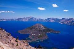 Isla del mago en el lago crater Fotos de archivo libres de regalías