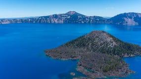 Isla del mago, lago crater Imagenes de archivo