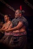 ISLA DEL NORTE, NUEVO SELANDIA 17 DE MAYO DE 2017: Ciérrese para arriba de un hombre del líder de Tamaki Maori con la cara tradic Fotos de archivo libres de regalías