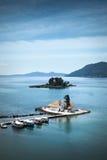 Isla del ratón y capilla de la ciudad de Corfú, Grecia Fotos de archivo libres de regalías