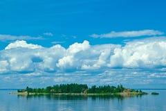 Isla deshabitada hermosa Imagen de archivo libre de regalías