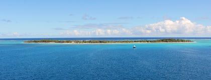 Isla desierta en el Océano Pacífico, Micronesia Imagen de archivo libre de regalías