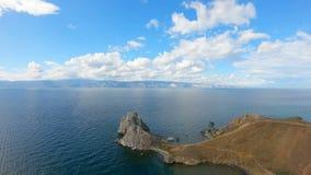 Isla el lago Baikal de Olkhon del cabo de Burkhan Tiro a?reo almacen de metraje de vídeo