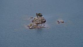 Isla en el lago Diablo, Washington State, los E.E.U.U. Fotos de archivo libres de regalías